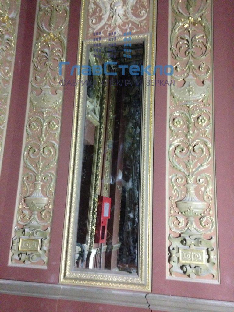 Зеркала в багете в интерьере частного дома 3