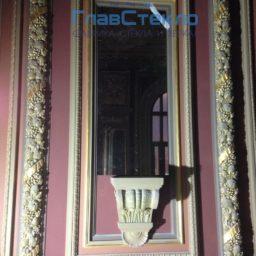 Зеркала в багете в интерьере частного дома 9