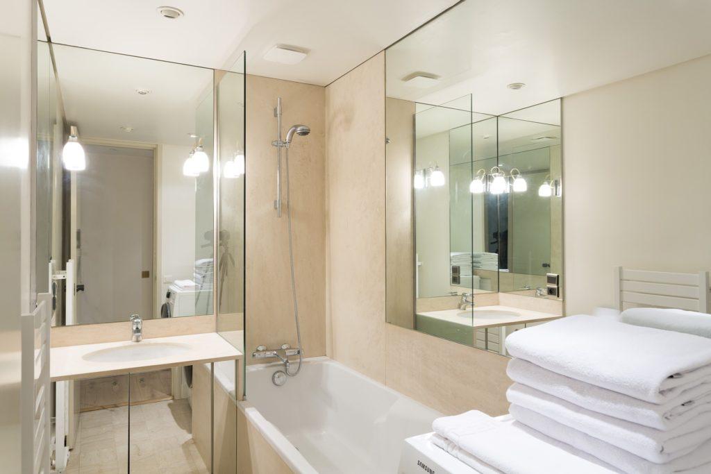 Зеркала для ванных комнат оптом с производства в Москве 3