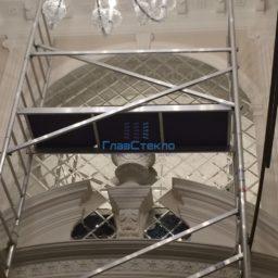 Панно из зеркал в интерьере частного дома 9