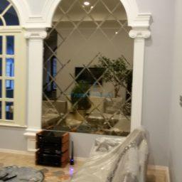 Зеркальное панно в интерьере частного дома 7
