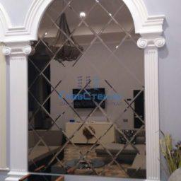 Зеркальное панно в интерьере частного дома 5